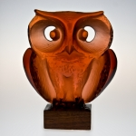 "<strong>Černý Jan</strong> - <p>Glass plastic named ""Owl"", type nr. 150–142, designed for MAJAK syndicate, Jablonec n.Nis., in 1974. Glass fused in shape, cutted, polished, wooden pedestal, signed by Prof. Cerny. Height 15 cm.</p>"