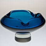 <strong>Metelák Milan</strong> - <p>Solid formed ashtray from blue biassed glass (Nightblue), Borglass, Harrachov branch 1958. Height 9 cm.</p>